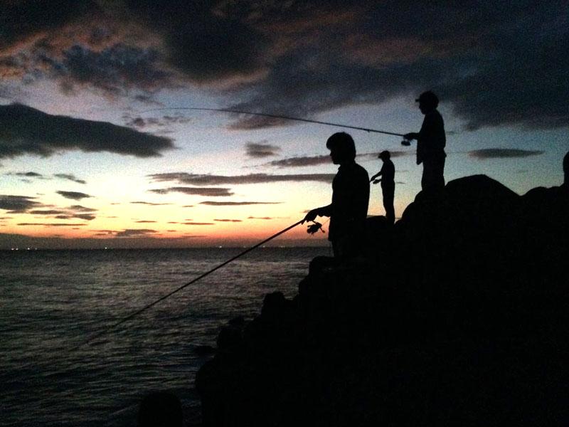 海釣り初心者、リールのハンドルを落とす